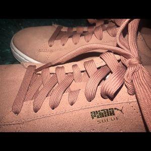 Soft pink Suede Puma shoes size 8